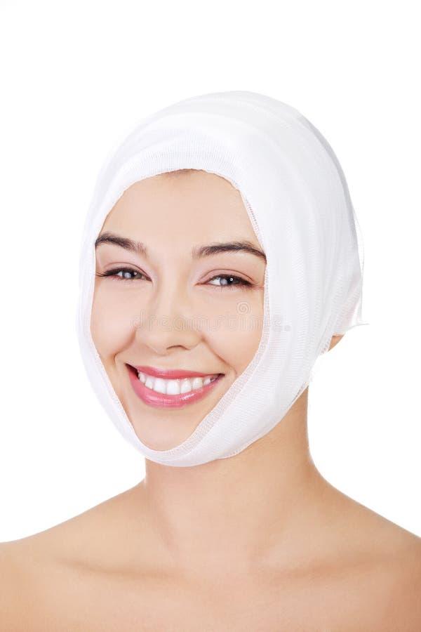 Retrato da face fêmea nova bonita com atadura fotografia de stock royalty free