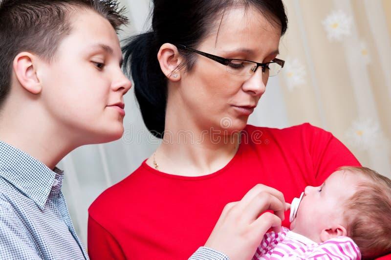 Retrato da família com bebê fotografia de stock royalty free