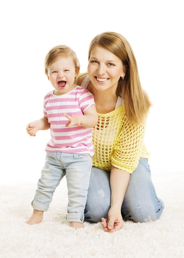 Retrato da família da criança da filha da mãe e do bebê, branco fotos de stock royalty free