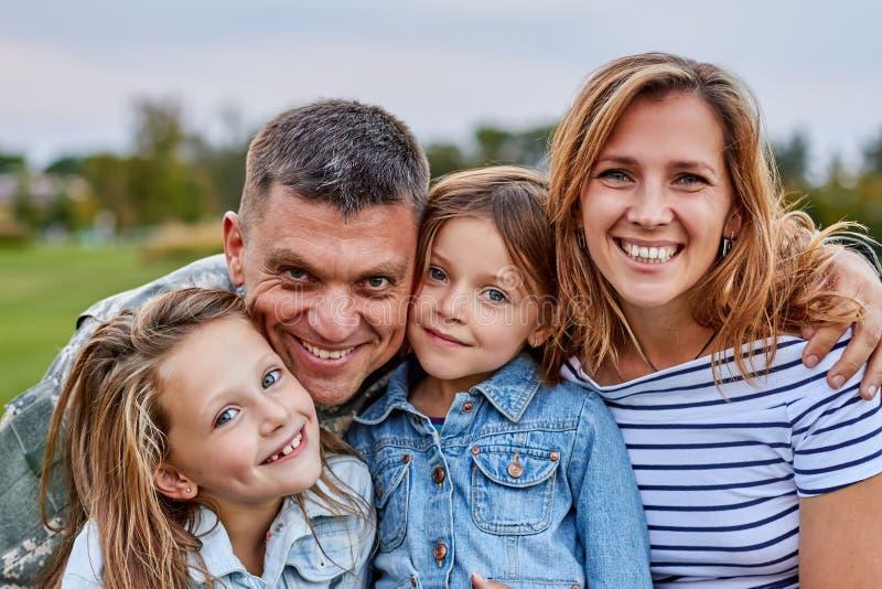 Retrato da família feliz imagens de stock royalty free