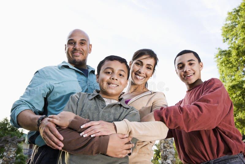 Retrato da família latino-americano ao ar livre imagens de stock