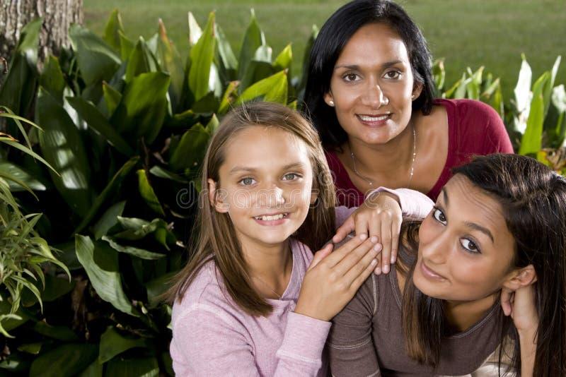 Retrato da família, matriz com daughte dois bonito fotos de stock royalty free