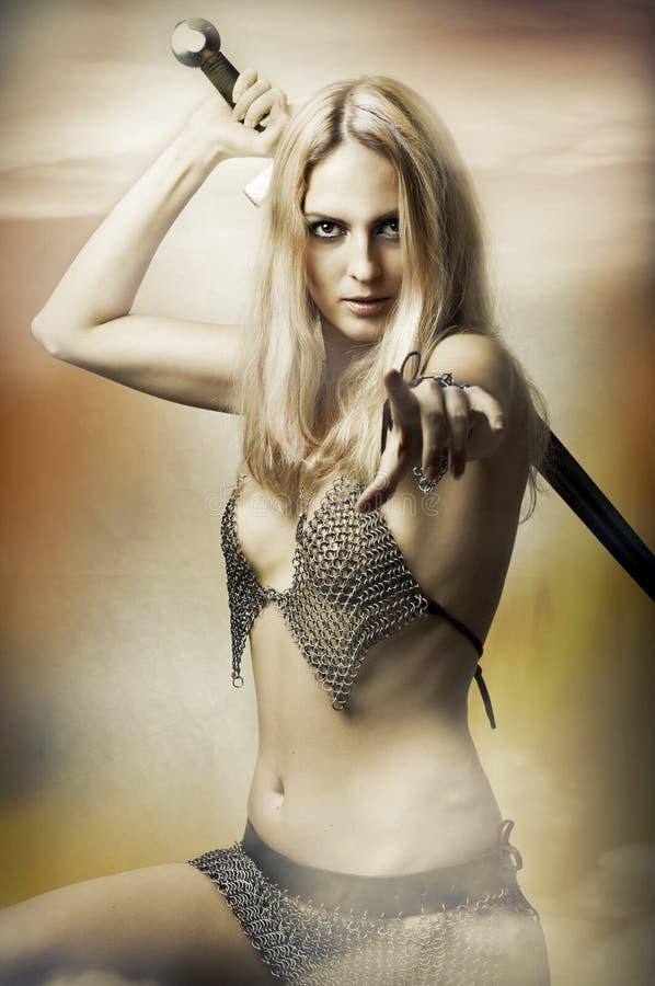 Retrato da fantasia do lutador 'sexy' da mulher imagens de stock
