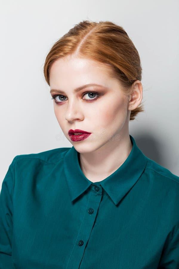 Retrato da forma da beleza Classe mestra na composição Foto profissional do estúdio retouch Menina muito bonita fotografia de stock