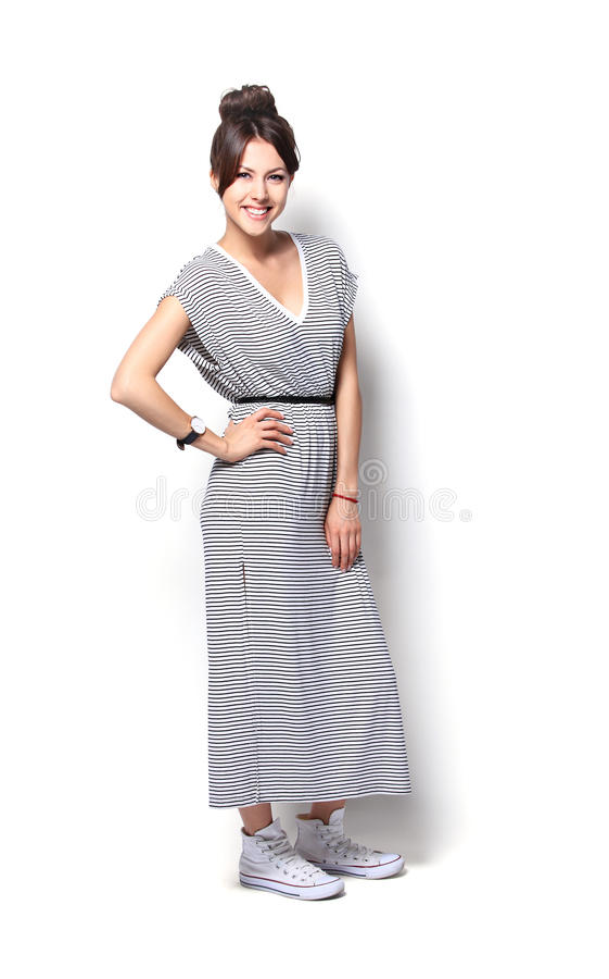 Retrato da forma da forma elevada look modelo bonito à moda da jovem mulher do encanto foto de stock