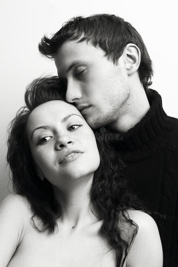 Retrato da forma de amantes novos bonitos imagem de stock royalty free