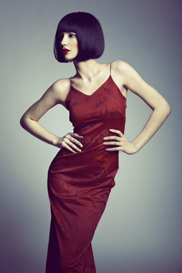 Retrato da forma de uma mulher bonita nova foto de stock royalty free
