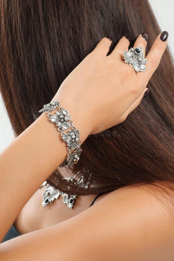 Retrato da forma do close-up do anel de diamante, colar, braceletes, imagens de stock royalty free