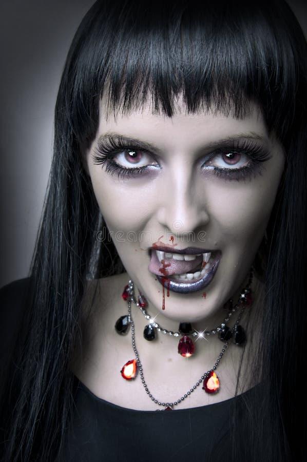 Retrato da forma do vampiro da mulher fotografia de stock