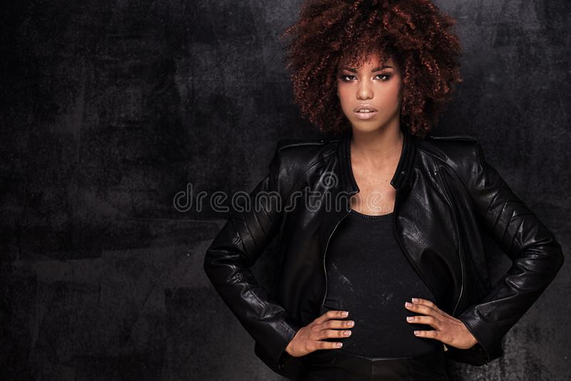 Retrato da forma da menina afro-americano imagens de stock royalty free
