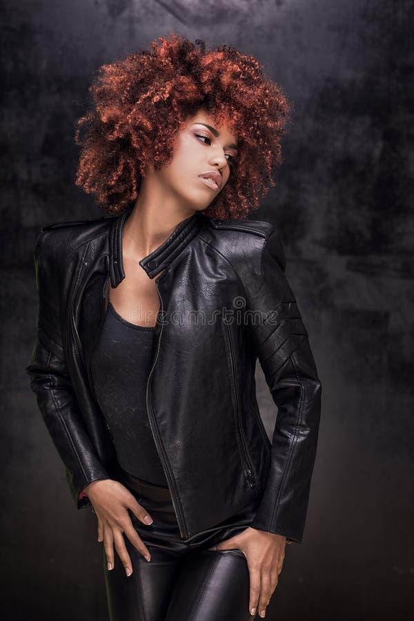 Retrato da forma da menina afro-americano fotografia de stock royalty free