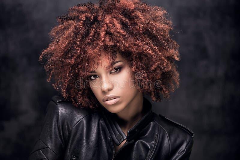 Retrato da forma da menina afro-americano foto de stock