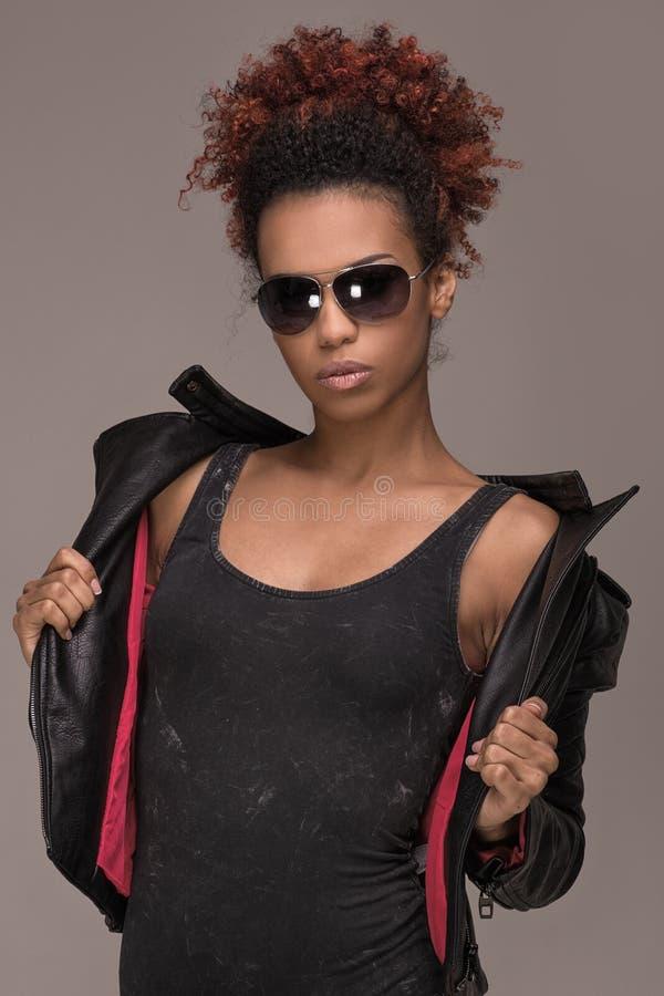 Retrato da forma da menina afro-americano imagens de stock