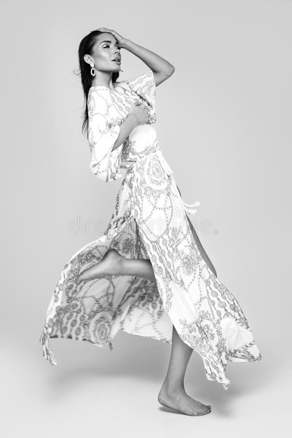 Retrato da forma da mulher elegante fotografia de stock