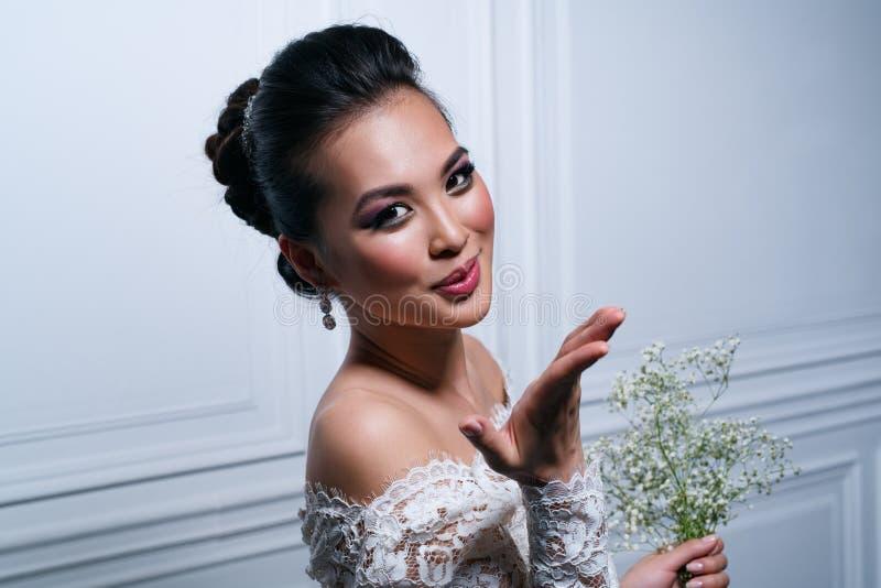 Retrato da forma da mulher nova imagem de stock royalty free