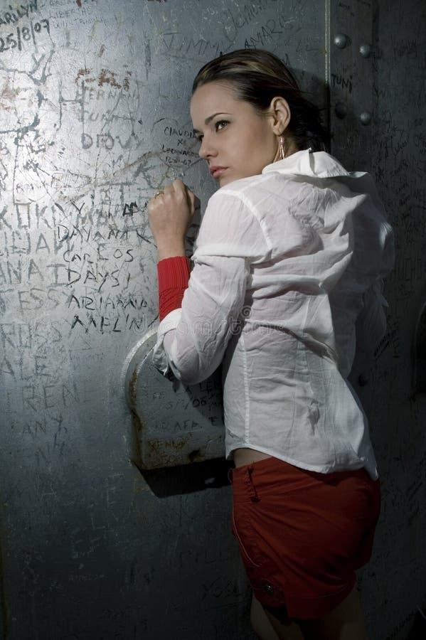 Retrato da forma na parede do grunge fotos de stock