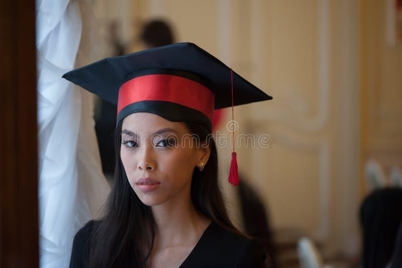 Retrato da jovem asiática fotografia de stock royalty free