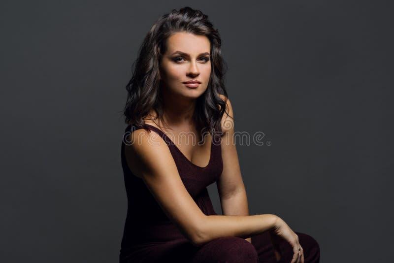 Retrato da jovem mulher fotografia de stock
