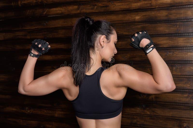 Retrato da jovem mulher atlética da aptidão imagem de stock royalty free