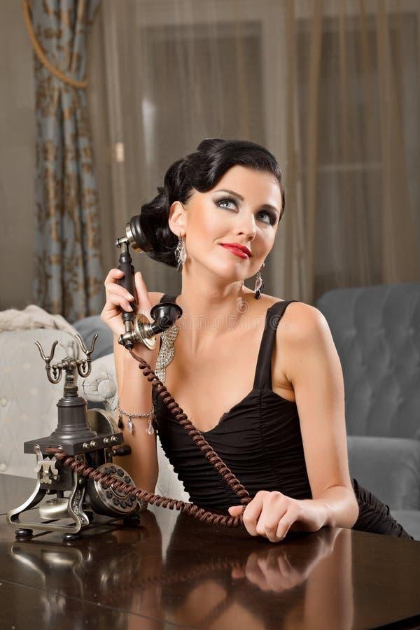 Retrato da jovem mulher bonita fotografia de stock royalty free