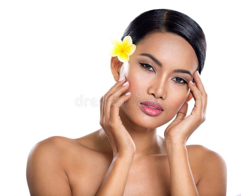 Retrato da jovem mulher bonita dos termas imagens de stock