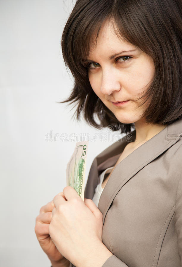 Retrato da jovem mulher com cédulas do dólar fotografia de stock