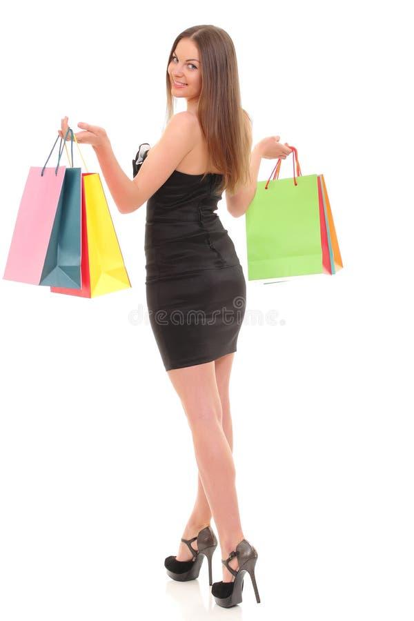 Retrato da jovem mulher com os sacos de compras contra o fundo branco imagens de stock royalty free