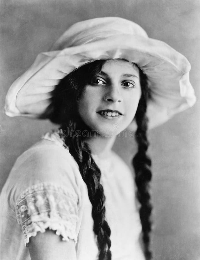 Retrato da jovem mulher com tranças (todas as pessoas descritas não são umas vivas mais longo e nenhuma propriedade existe Garant foto de stock royalty free