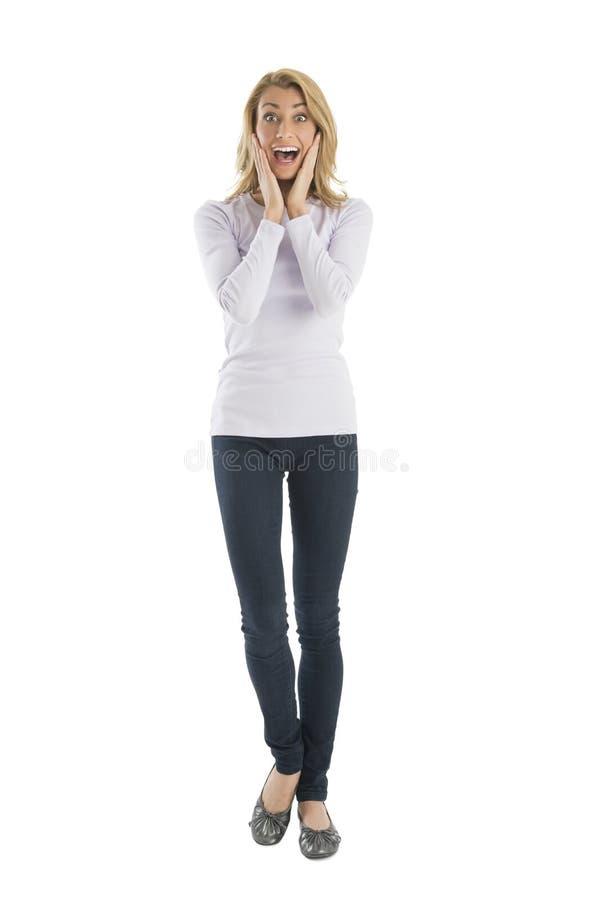 Retrato da jovem mulher surpreendida que grita fotografia de stock royalty free