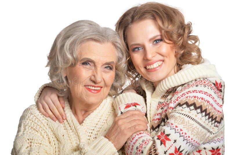 Retrato da mãe superior de sorriso e da sua filha fotografia de stock
