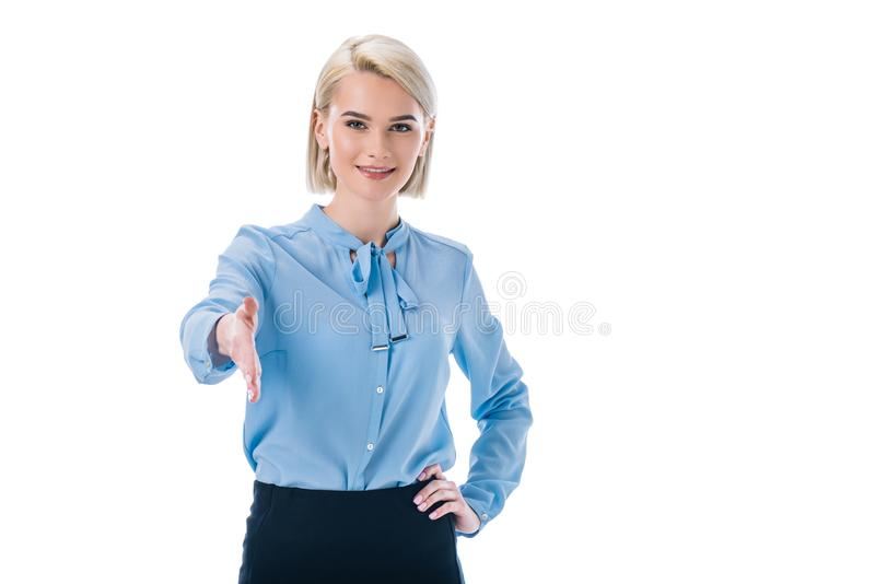 retrato da mão outstretching de sorriso da mulher para o aperto de mão imagens de stock