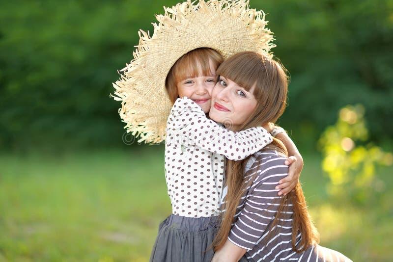 Retrato da matriz e da filha fotografia de stock