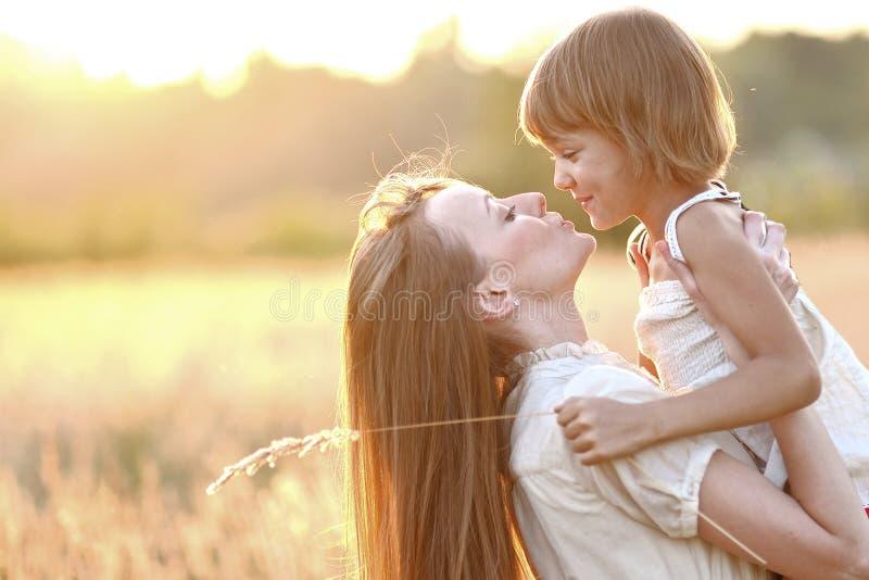 Retrato da matriz e da filha foto de stock royalty free
