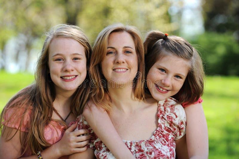 Retrato da matriz e das filhas fotografia de stock royalty free