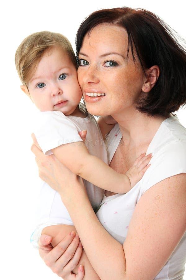 Retrato da matriz feliz com o bebê sobre o branco imagens de stock royalty free