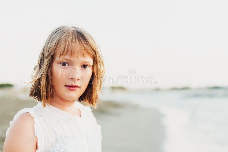 Retrato da menina adorável imagem de stock