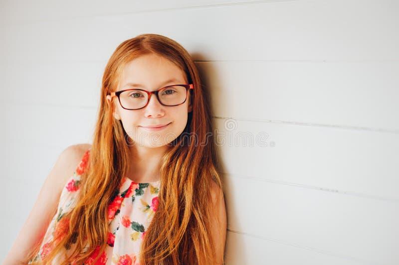 Retrato da menina adorável da criança do preteen imagens de stock