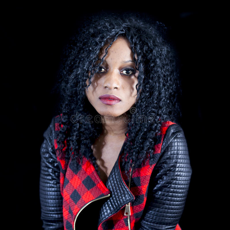 Download Retrato Da Menina Afro-americano Nova Bonita Foto de Stock - Imagem de escuro, marfinense: 80101628