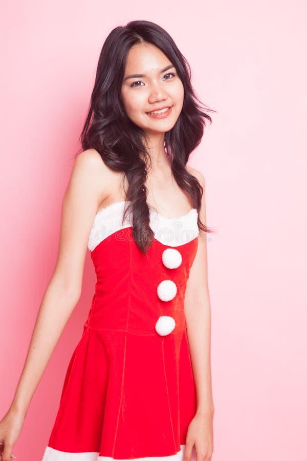 Retrato da menina asiática bonito de Santa Claus do Natal fotografia de stock royalty free
