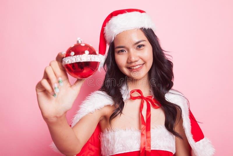 Retrato da menina asiática bonito de Santa Claus do Natal imagem de stock