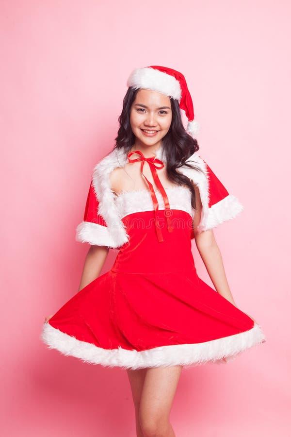 Retrato da menina asiática bonito de Santa Claus do Natal imagem de stock royalty free