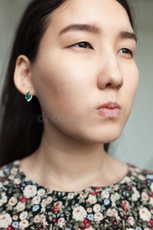 Retrato da menina asiática irritada fotos de stock