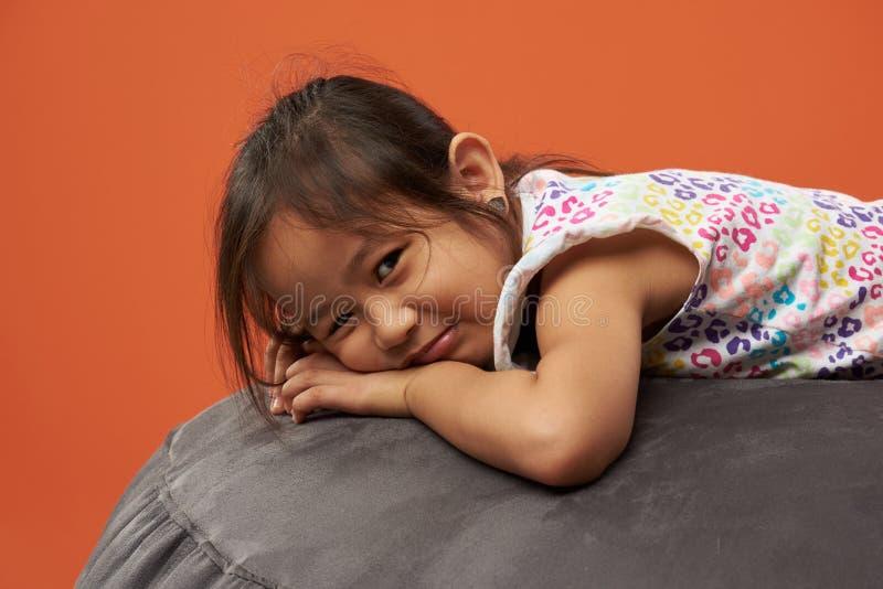 Retrato da menina asiática triste imagem de stock