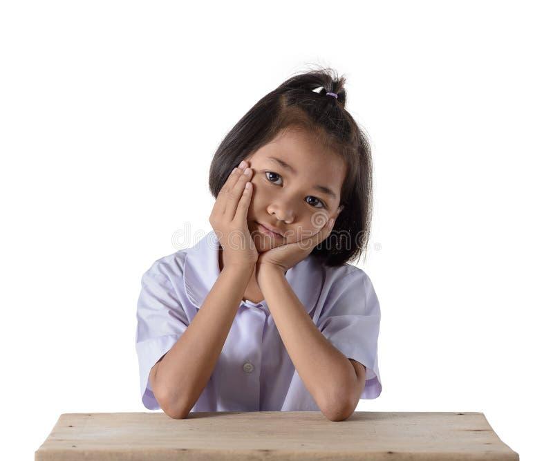 Retrato da menina asi?tica na farda da escola isolada no fundo branco fotos de stock royalty free