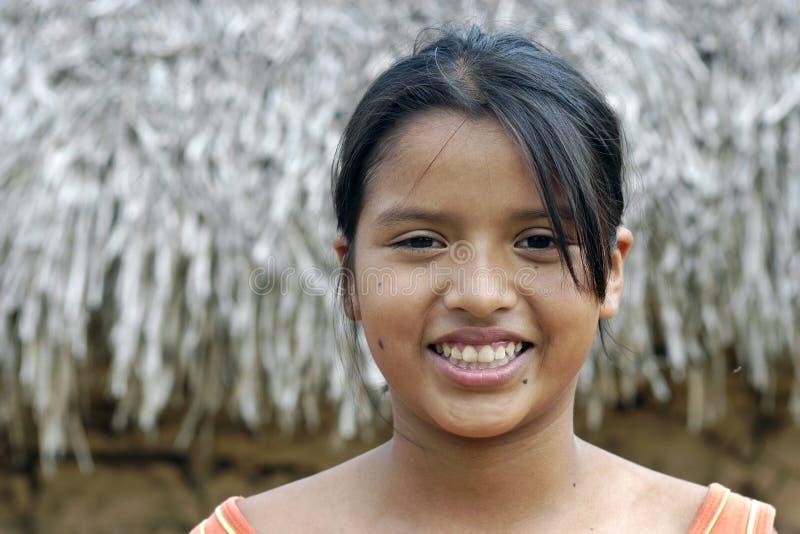 Retrato da menina boliviana com cara brilhante fotografia de stock royalty free