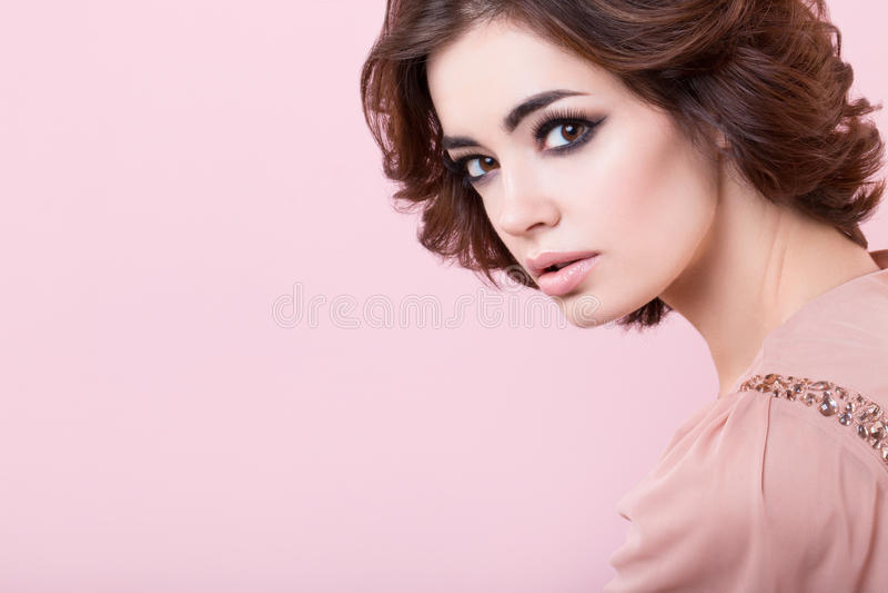 Retrato da menina bonita no estúdio imagens de stock royalty free