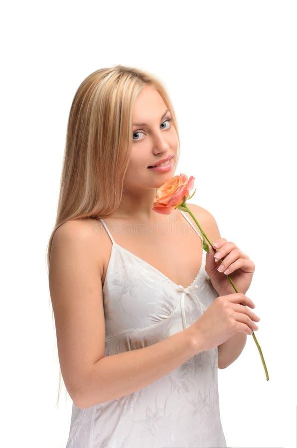 Retrato da menina bonito com flor cor-de-rosa fotos de stock