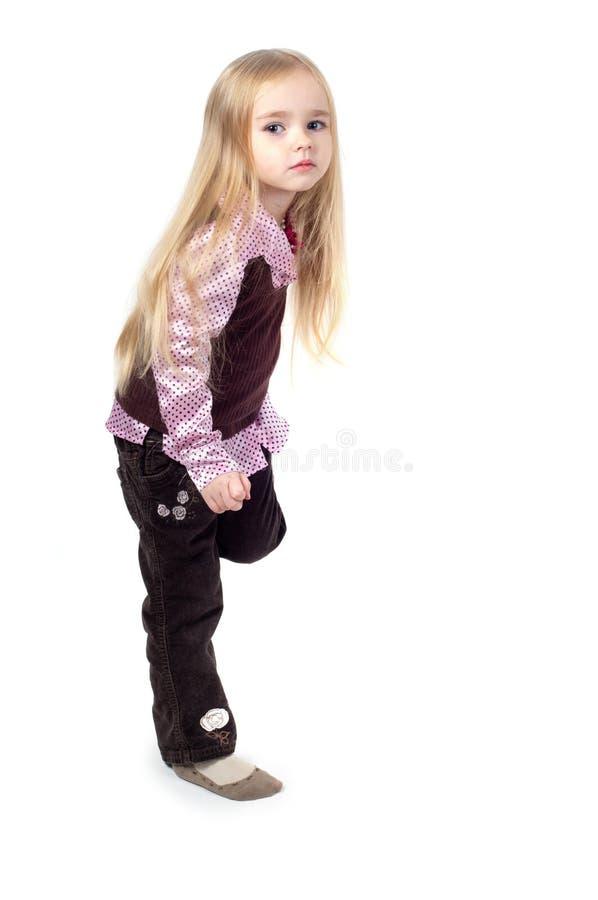 Retrato da menina bonito pequena com cabelo longo fotografia de stock