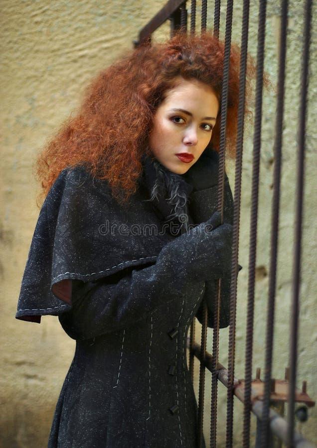 Retrato da menina com cabelo vermelho fotografia de stock
