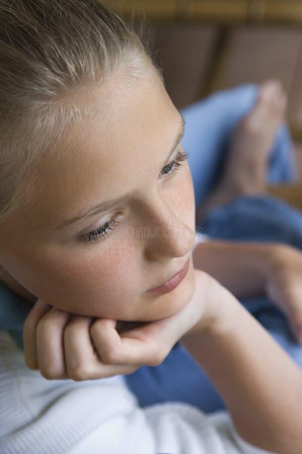 Retrato da menina com queixo à disposicão. imagens de stock royalty free